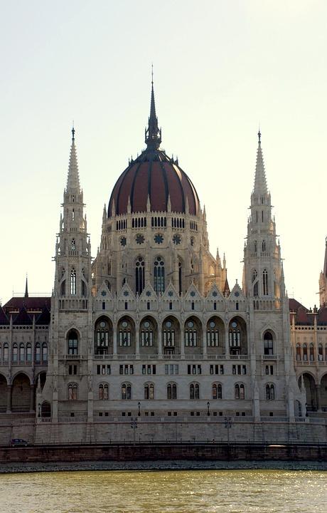 Budapest, Parliament, River