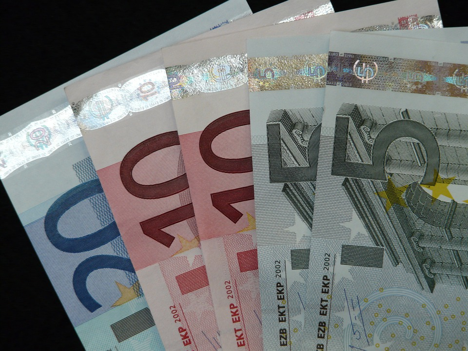 Free photo Pay Euro Money Bank Note Bills Valuable Value - Max Pixel