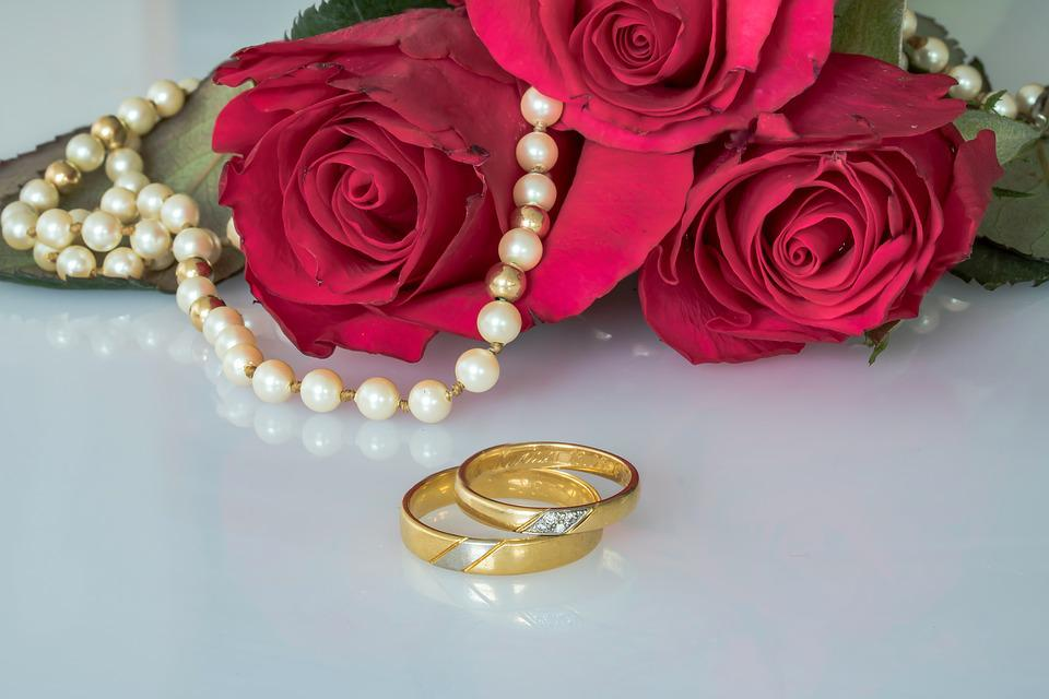 Wedding Rings Gold Roses Pearl Necklace