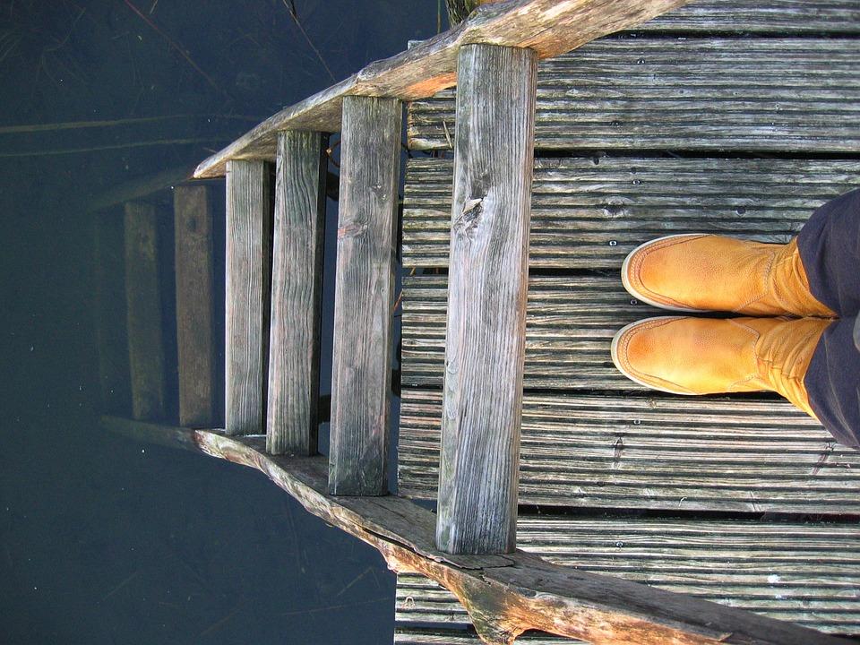 Yellow Boots, Web, Head, Wood, Pier