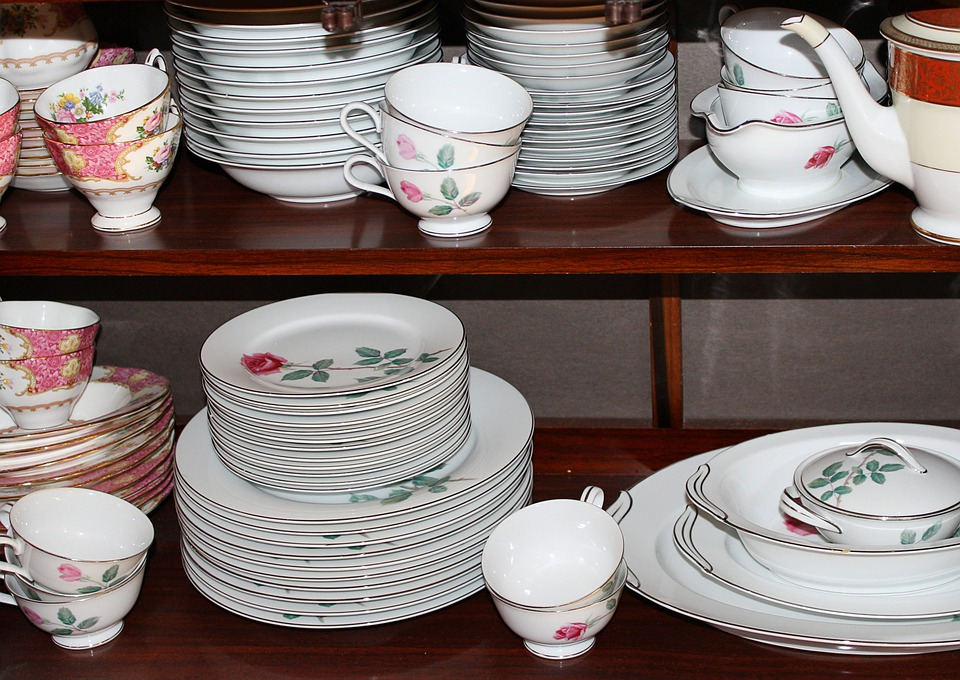 Dinnerware, China, Porcelain, Plates, Saucers, Cups