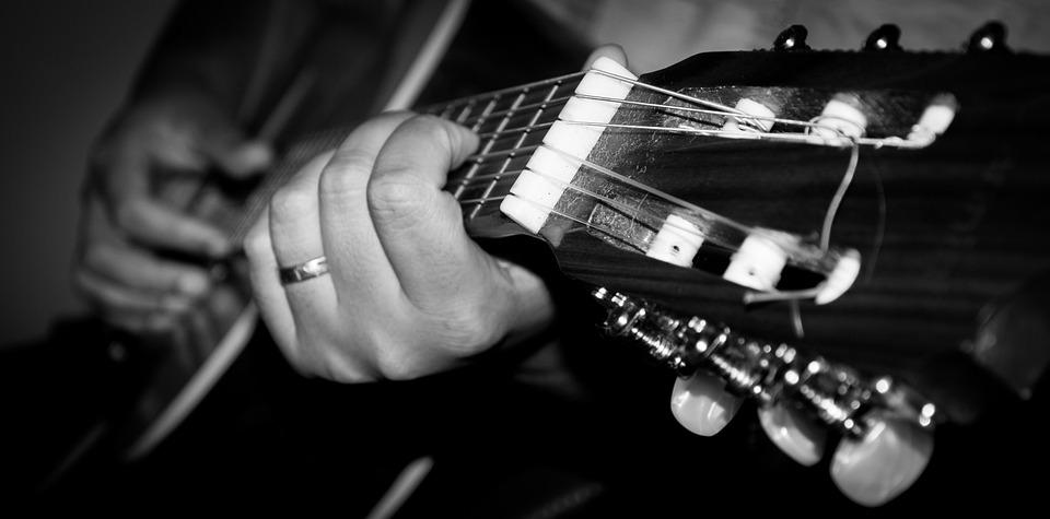 Playing Guitar, Guitar, Black And White, Singer, Blur