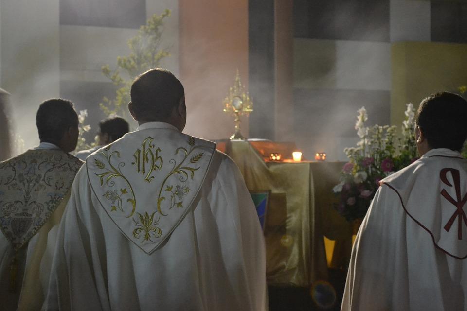 Priest, Vested, Worship, Sanctum, Blessed Sacrament