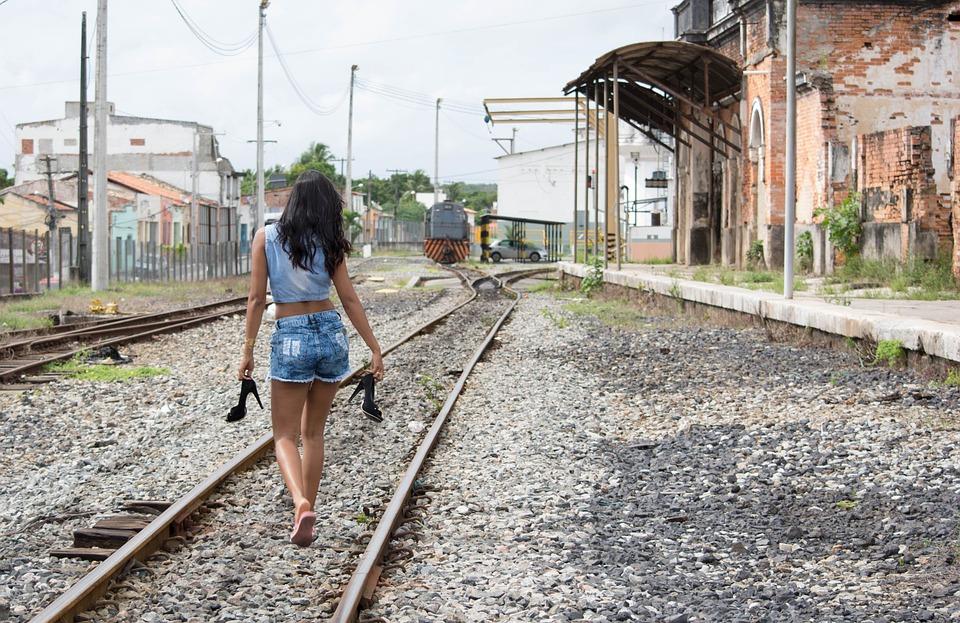 Walk, Rails, Station San Francisco, Alagoinhas, Woman