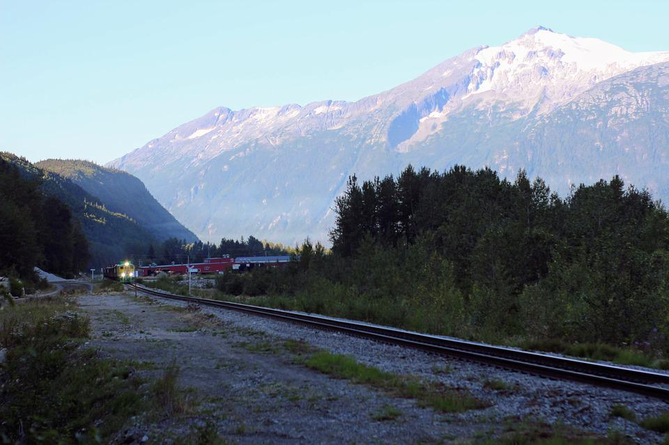 Alaska, Train, Train Approaching, Railway, Mountain