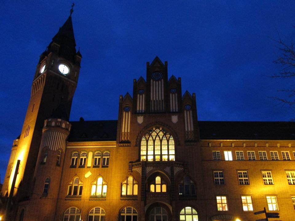 Rathaus Köpenick, Abendstimmung, Blue Yellow