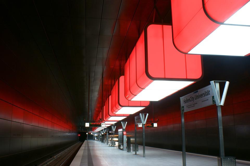 Metro, Hamburg, Red