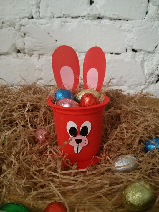 Easter, Hay, Red
