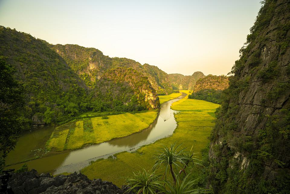 Rock Mountain, The River, Rice Fields, Drive The Boat