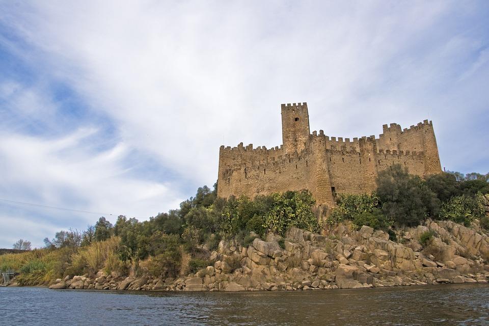 Castle, Almoroul, River