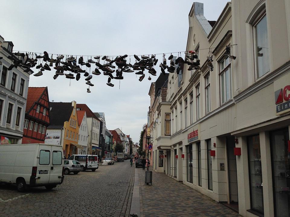 Flensburg, Road, Shoes, Leash, Hang, Graffiti