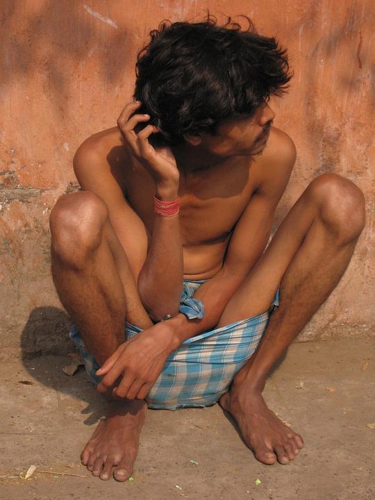 India, Beggars, Man, Lungi, Poor People, Roadside