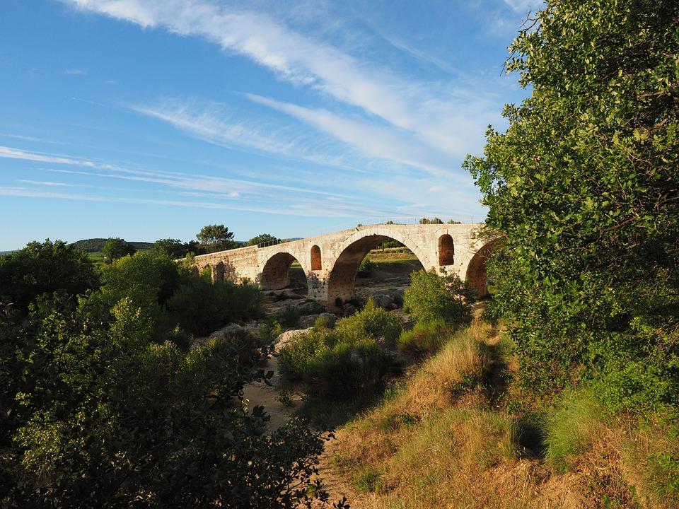 Pont Julien, Bridge, Roman Stone Arch Bridge