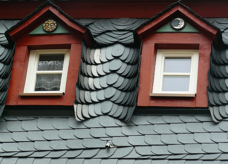 https://www.maxpixel.net/static/photo/1x/Roof-Gable-Slate-Roofing-Giebelfenster-Slate-Roof-289318.jpg