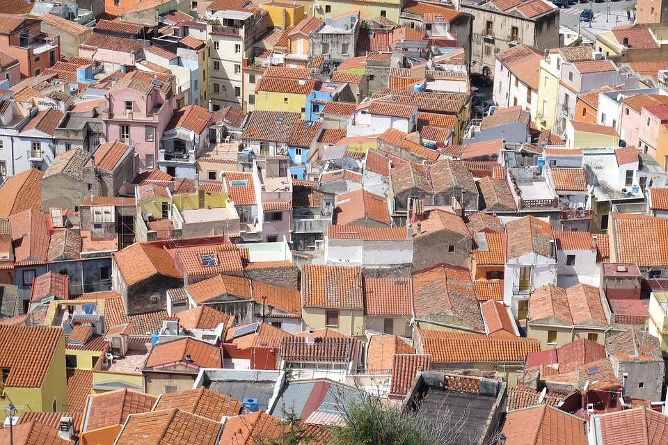 Houses, Roofs, Pierre