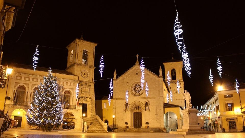 Norcia, San Benedetto, Piazza