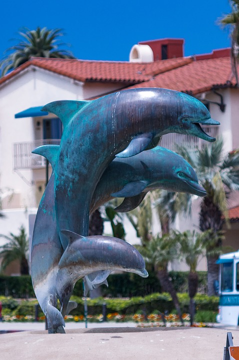 Sculpture, Dolphin, Landmark, Architecture, Animal, Sea