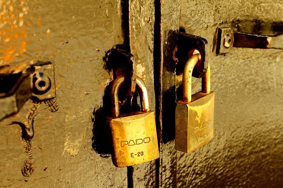 Padlock Padlocks Closed Sealed Iron Door Close & Free photo Sealed Iron Door Padlocks Padlock Close Closed - Max Pixel