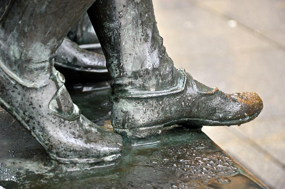 Sculpture, Feet, Shoes, Bronze, Statue, Rain, Wet