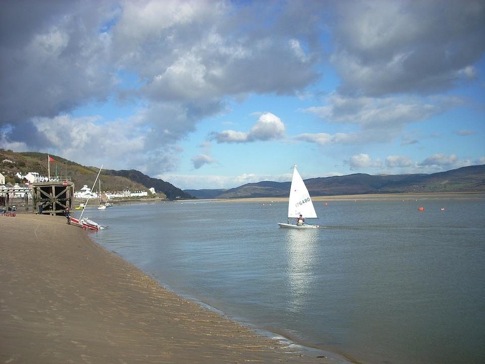 Wales, Lake, Water, Shoreline, Sky, Clouds, Summer