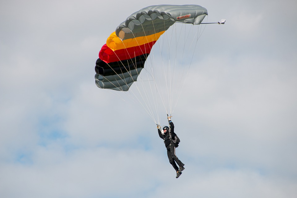 Parachute, Paragliding, Skydiving, Skydiver, Clouds