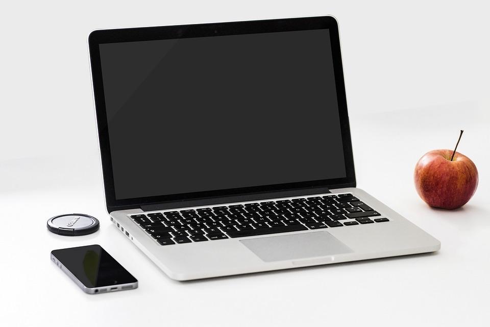 Apple, Smartphone, Desk, Laptop, Macbook Pro, Office