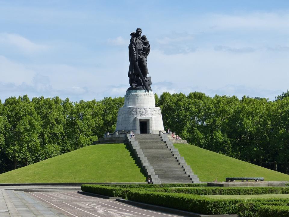 Berlin, Soviet, Monument