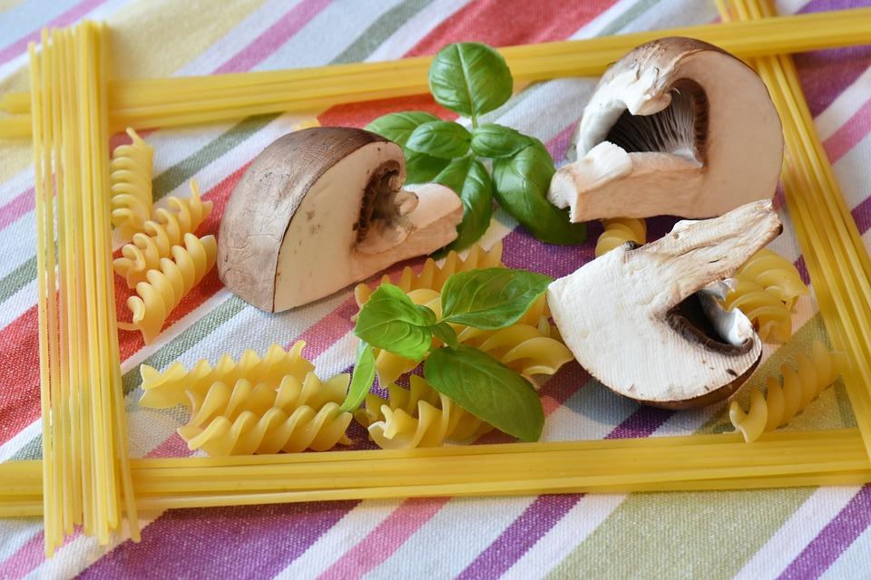 Spaghetti, Mushrooms, Cook, Preparing Something To Eat