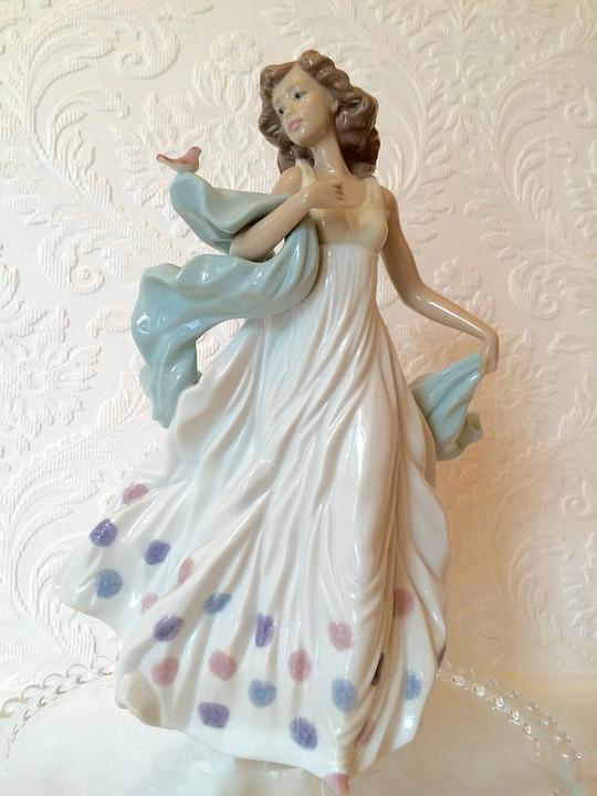 Lladro Figurine, Handmade Porcelain, Spain, Sculpture