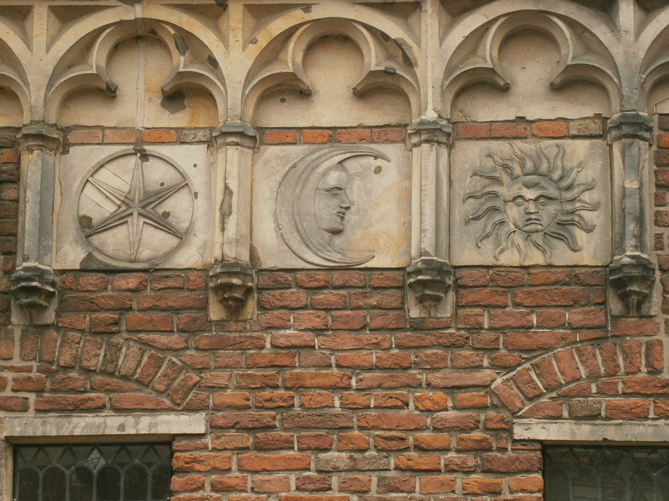 Facade, Sun, Moon, Star, Arc, History, Deventer
