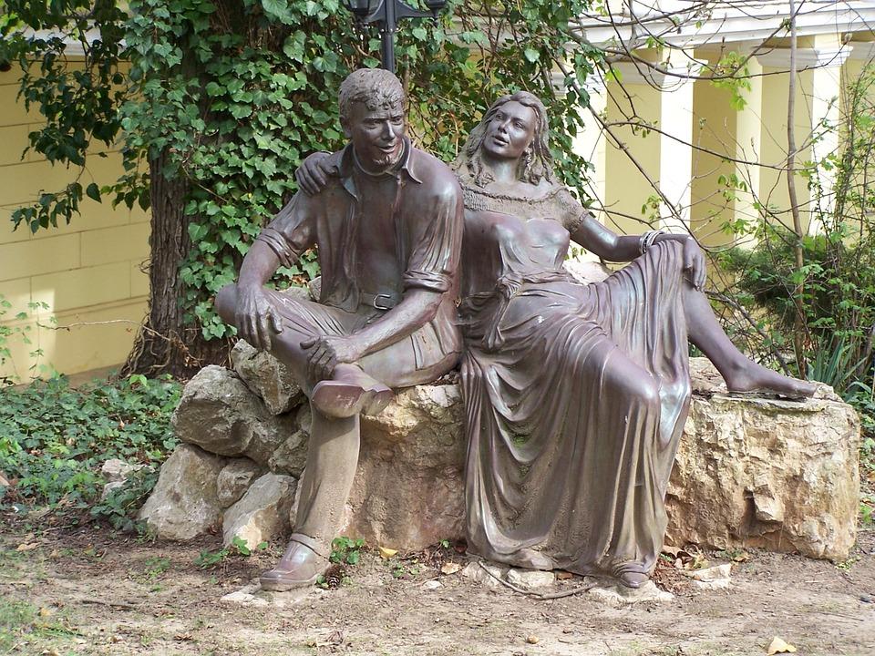 Bikal, Experience Estate, Statue