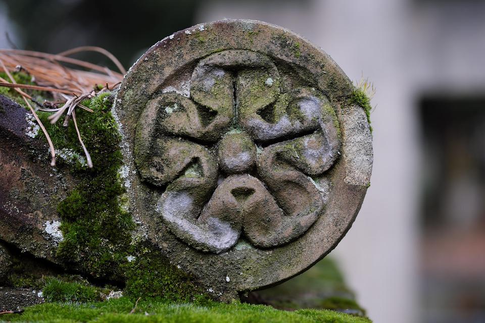 Sculpture, Stone, Moss