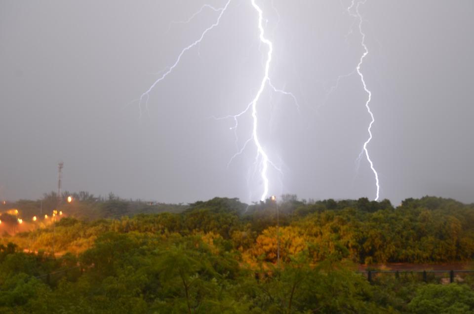 Radius, Storm, Relampago