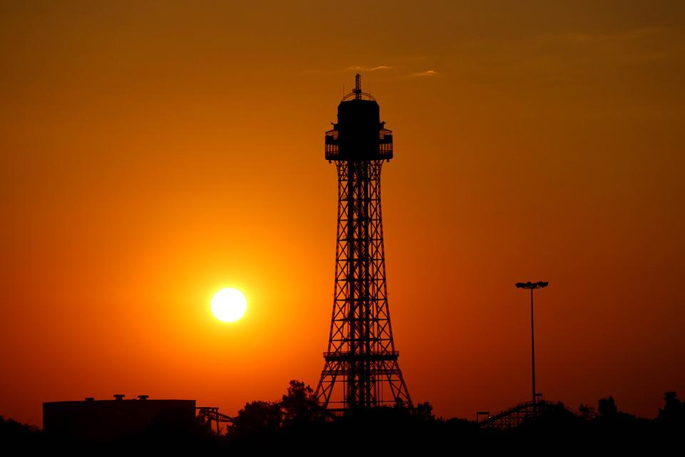 Eiffel, Tower Replica, Kings, Island, Sun