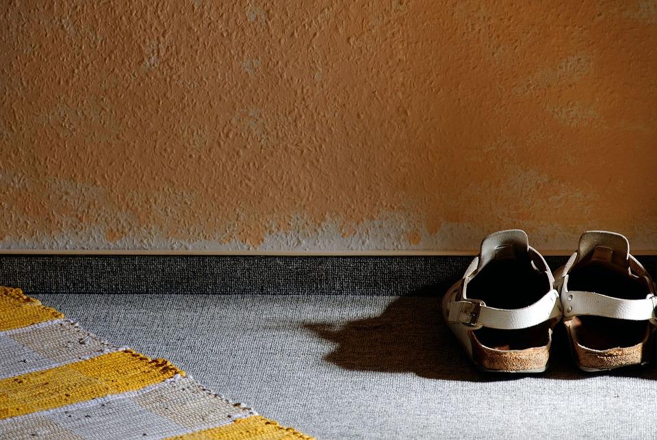 Shoes, Light, Shadow, Sunlight, Hispanic, Glow, Floor