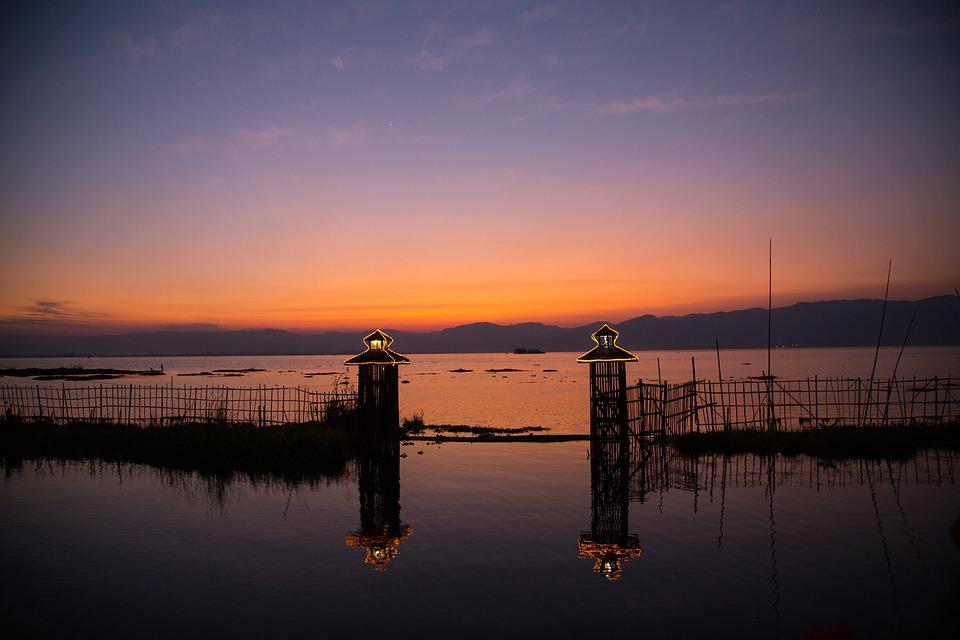 Burma, Inle Lake, Sunset