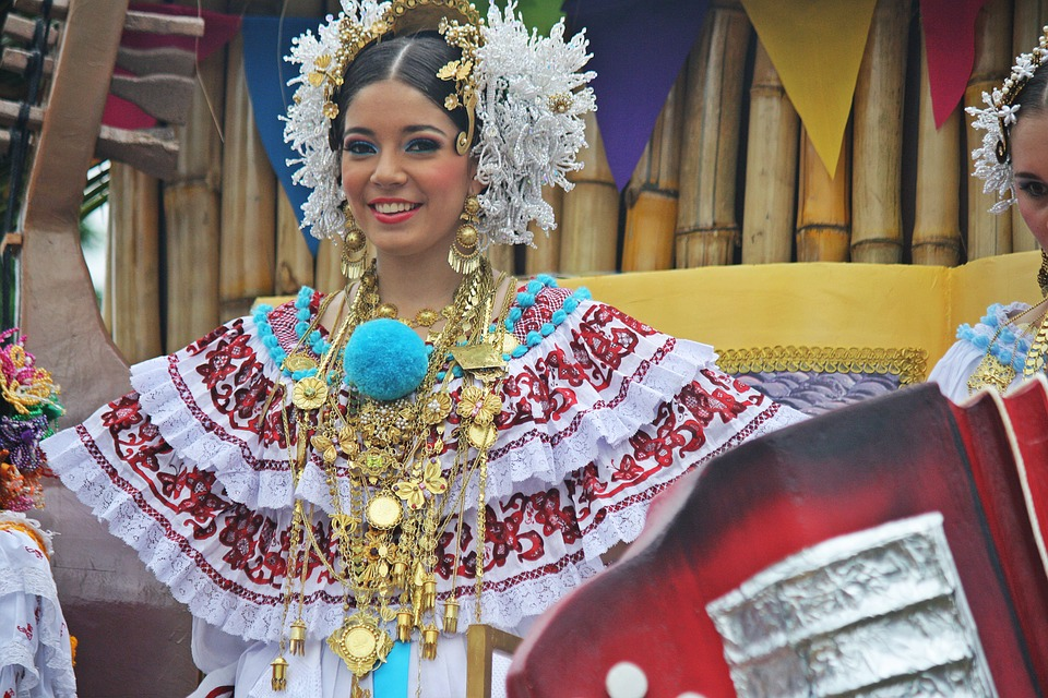 Patrias Party, Chitre, The Tables, Queen, Folklore