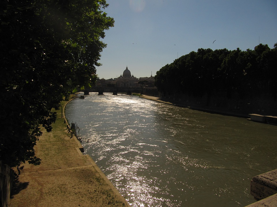 Rome, St Peter's Basilica, Tiber