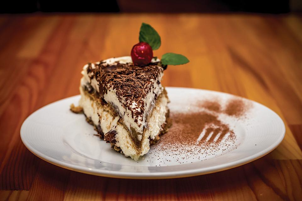 Dessert, Cake, Tiramisu, Food, Sweet, Restaurant, Plate