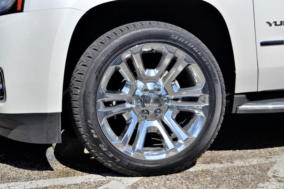 Gmc Yukon Truck Wheel, Rim, Tire, White