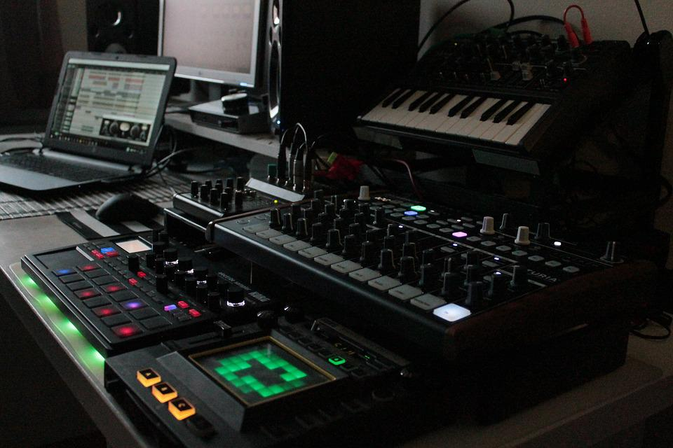Synthesizer, Drums, Music Studio, Music, Tools, Sampler