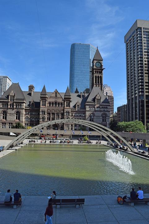 Toronto, Nathan Phillips Square, Old City Hall