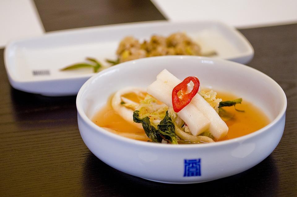 a description of kimchi a traditional korean food