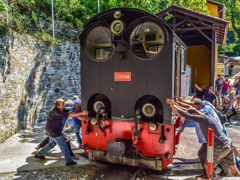 Train, Engine, Turning, Moving, Pushing, Working