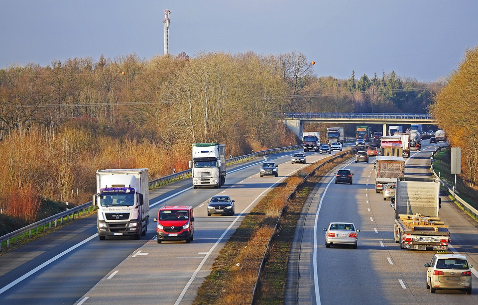 Highway, Feierabend Traffic, Late Afternoon, Truck, Pkw