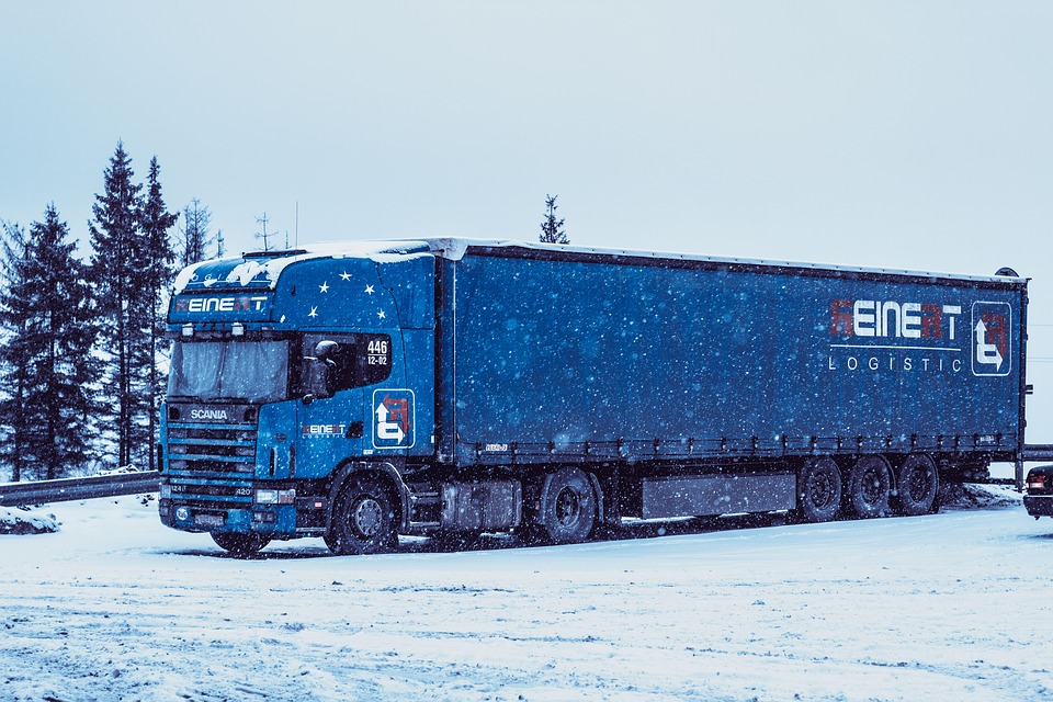 Scow, Truckers, Road, Winter, Snow, White, Blue Sky