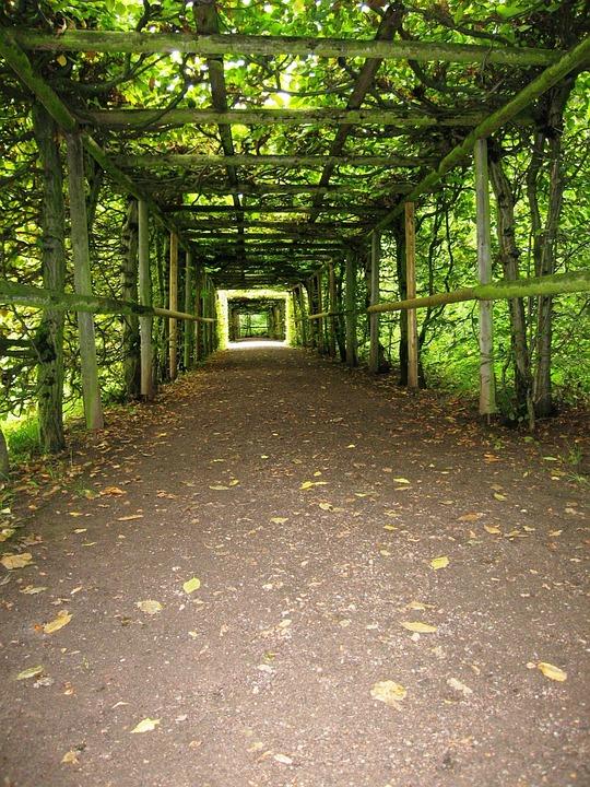 Garden, Arcades, Tunnel