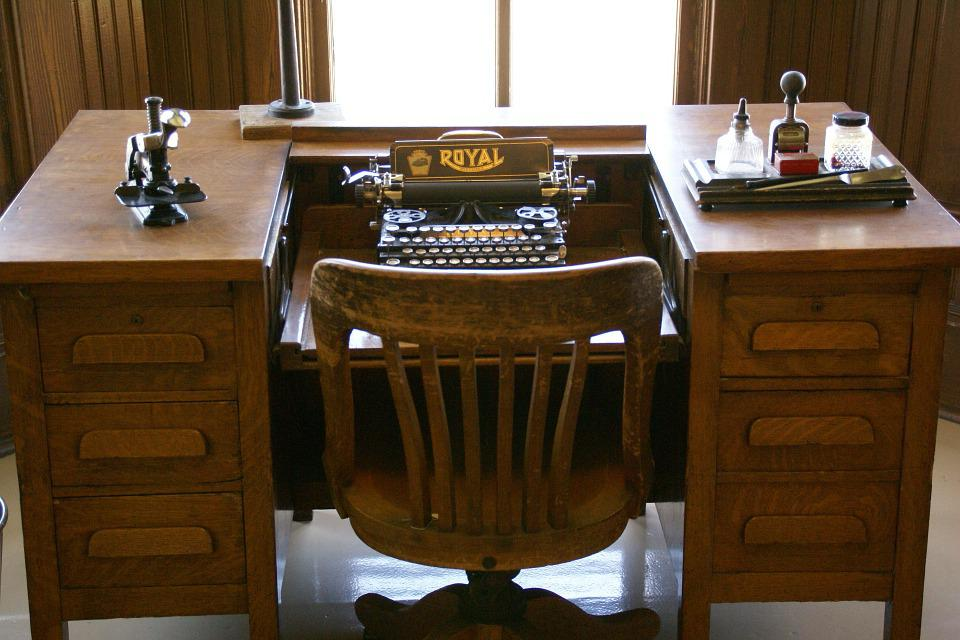 Typewriter, Desk Typewriter, Vintage, Antique, Typing - Free Photo Typing Typewriter Vintage Antique Desk Typewriter - Max