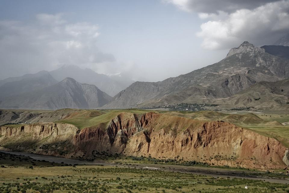Tajikistan, Abe-e-panj River Valley, Pamir, Valley
