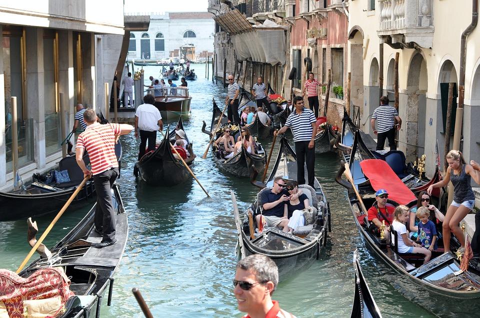 Gondolas, Gondoliers, Venice, Traffic